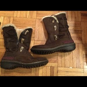 Ugg boots brown with 3 closures